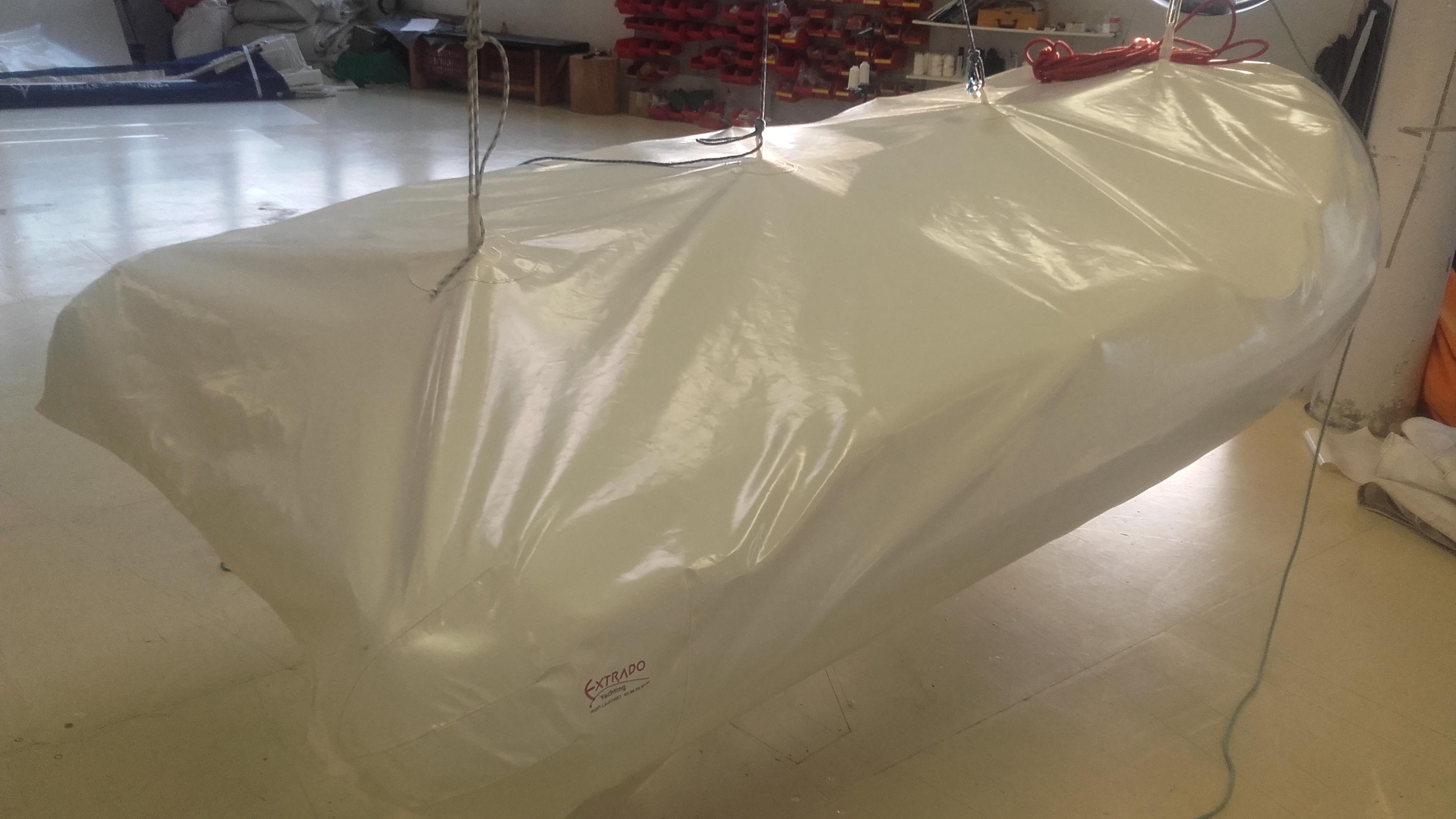 du sur mesure pour un taud de protection d 39 annexe extrado yachting. Black Bedroom Furniture Sets. Home Design Ideas
